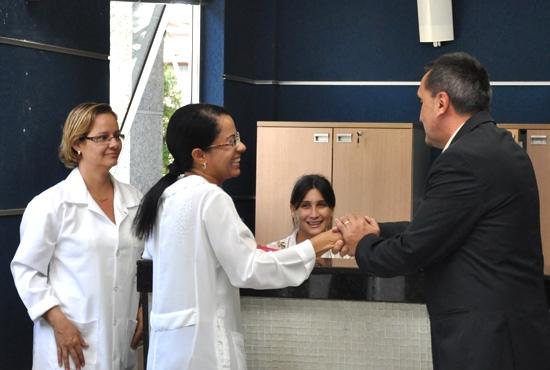 Prefeito visita Secretária de Saúde - Imagem: Camila Vargas