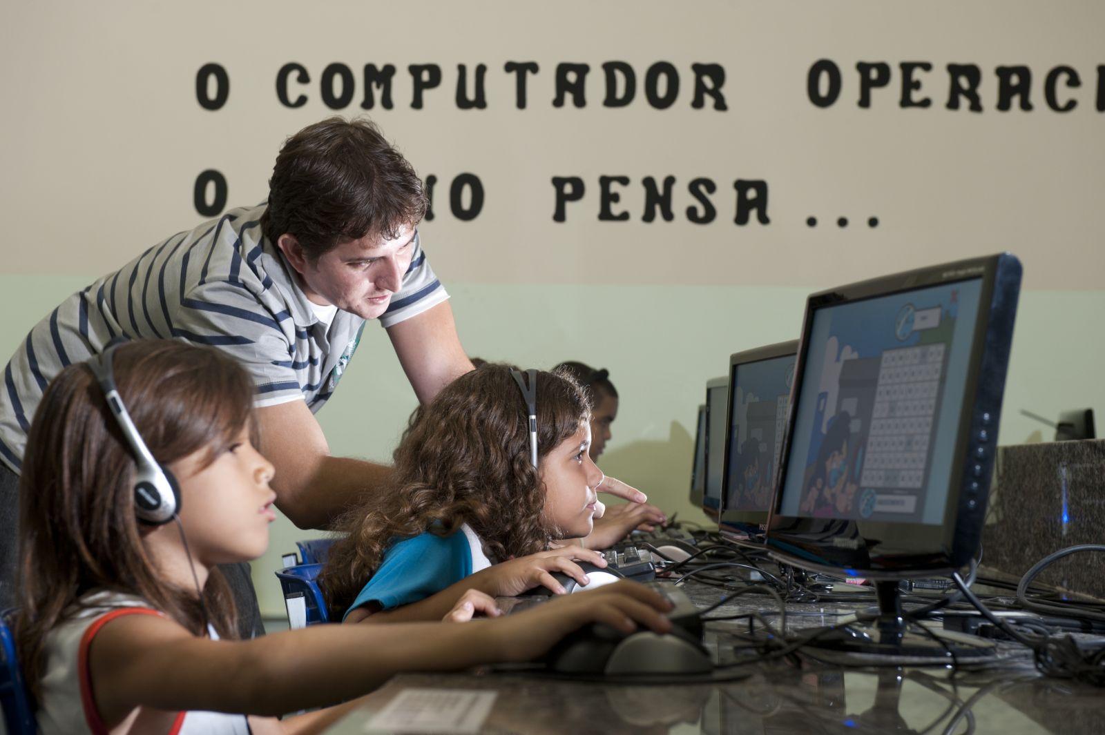 As novas tecnologias oferecem uma forma diferente para aprender