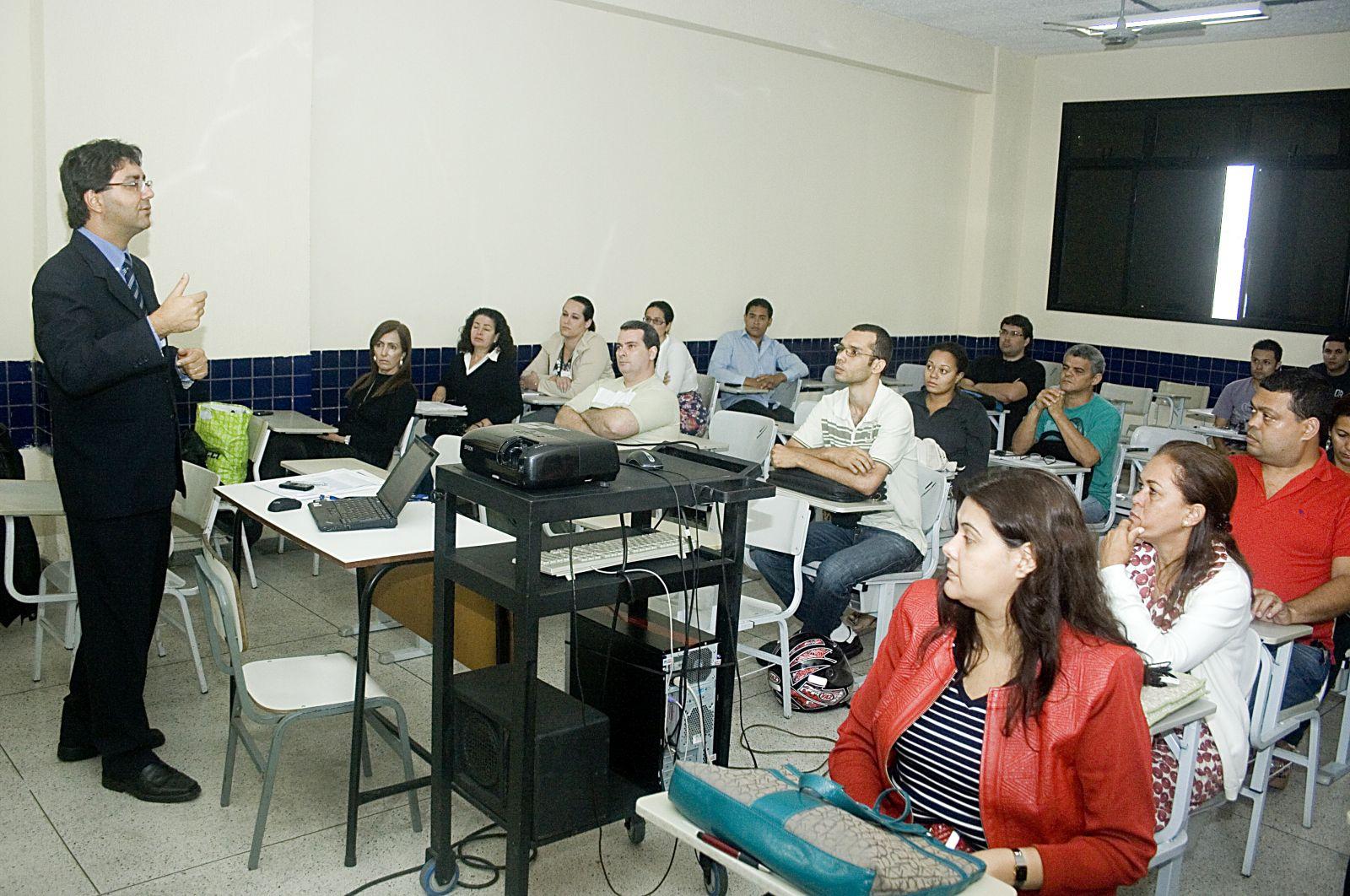 Servidores participam de cursos de capacitação