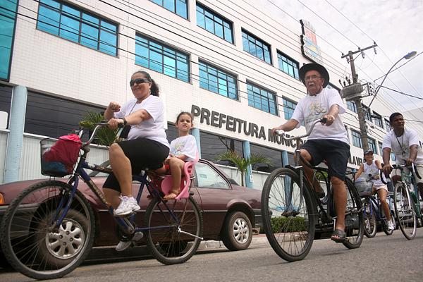 Servidores participam de passeio ciclístico