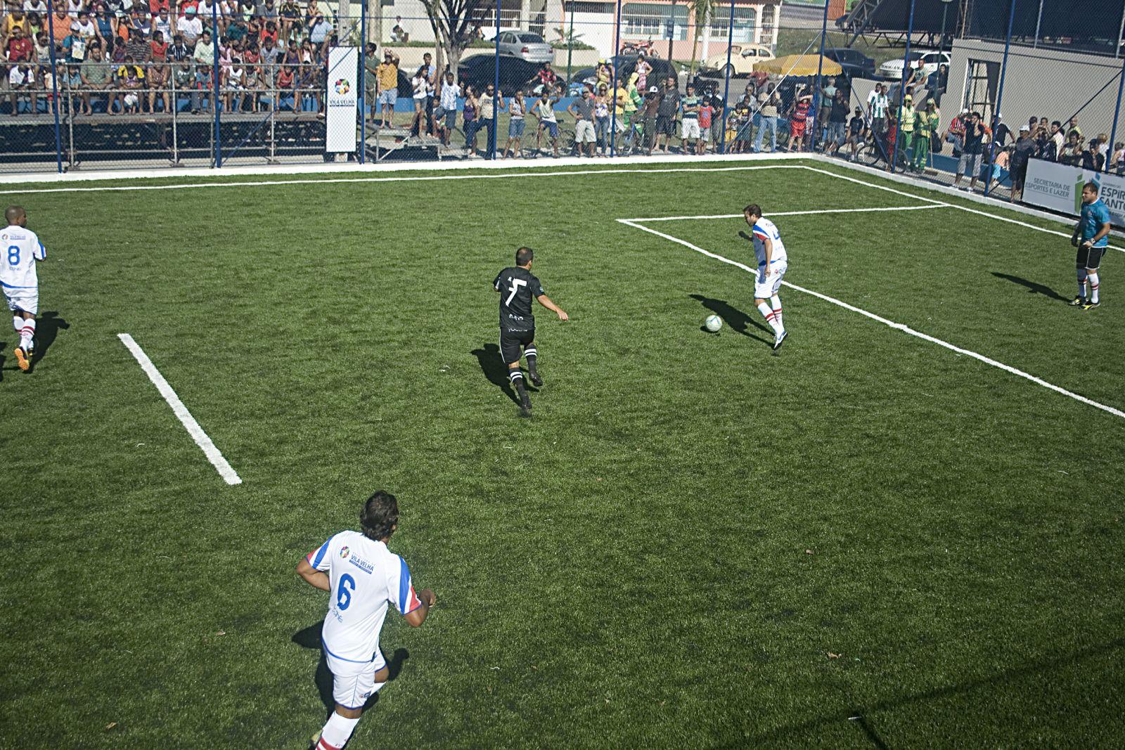 Campo de futebol soçaite foi entregue à comunidade de Vale Encantado